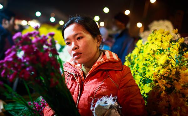 Rực rỡ chợ hoa đêm Hà Nội