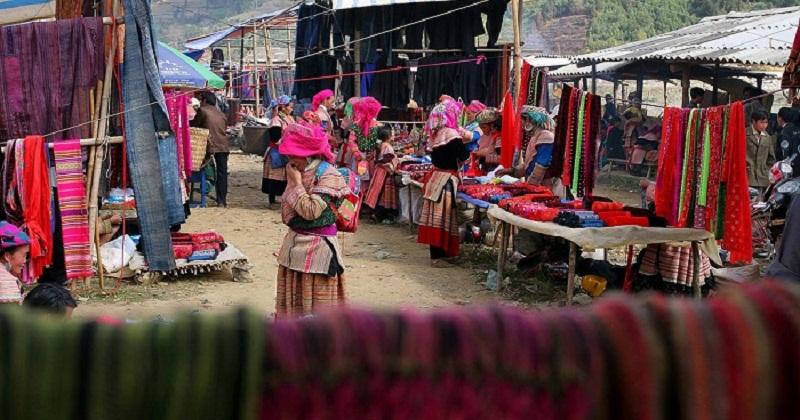 Chợ phiên Lùng Khấu Nhìn rực rỡ sắc màu vào thứ năm hàng tuần