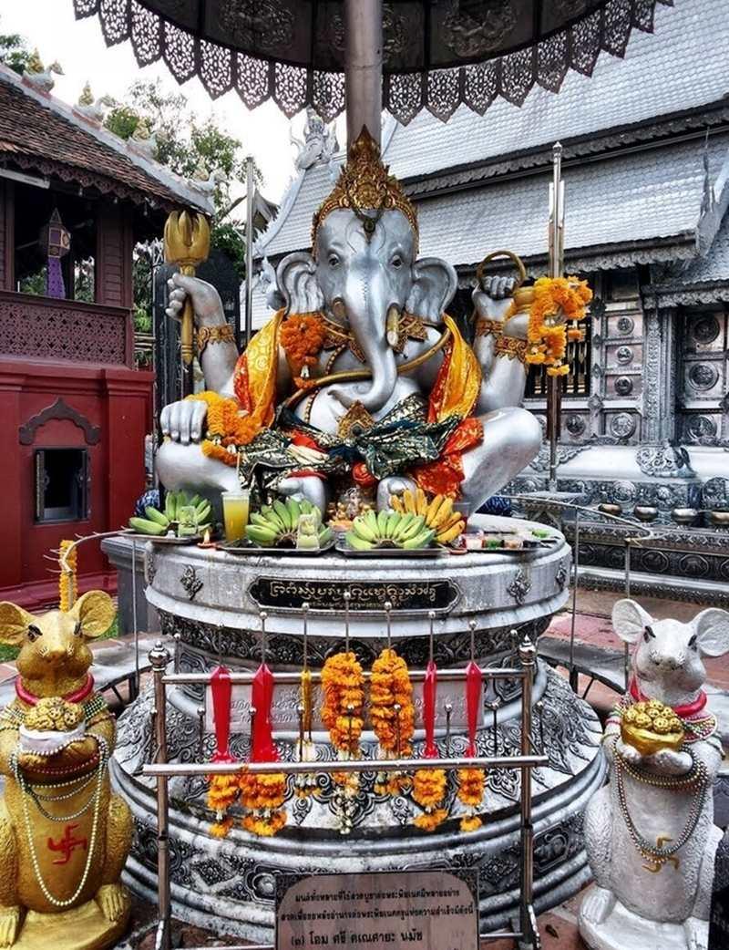 Bức tượng thần Hindu nổi tiếng của chùa