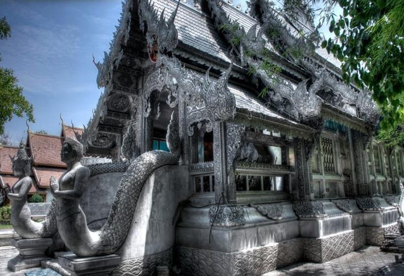 Ngôi chùa bạc ở Chiang Mai cấm phụ nữ vào chính điện