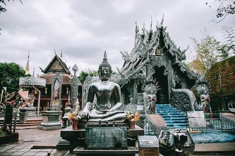 Toàn bộ các hạng mục của chùa đều được phủ bạc