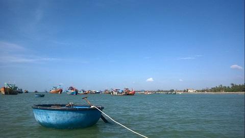Những chiếc thúng đưa khách ra thuyền đi Đảo Kê Gà!