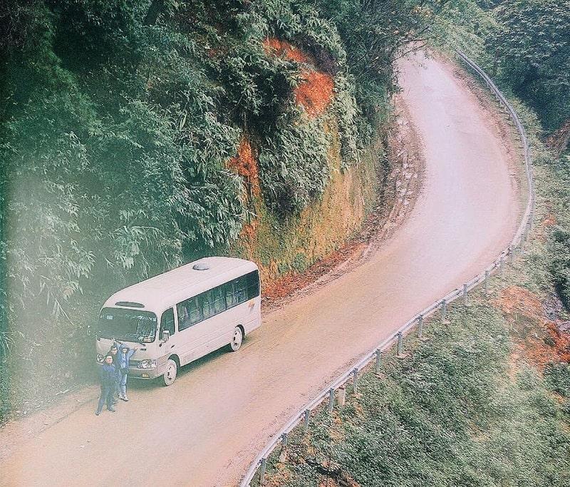 Cung đường ngoằn ngoèo dẫn tới đồi thông Yên Minh