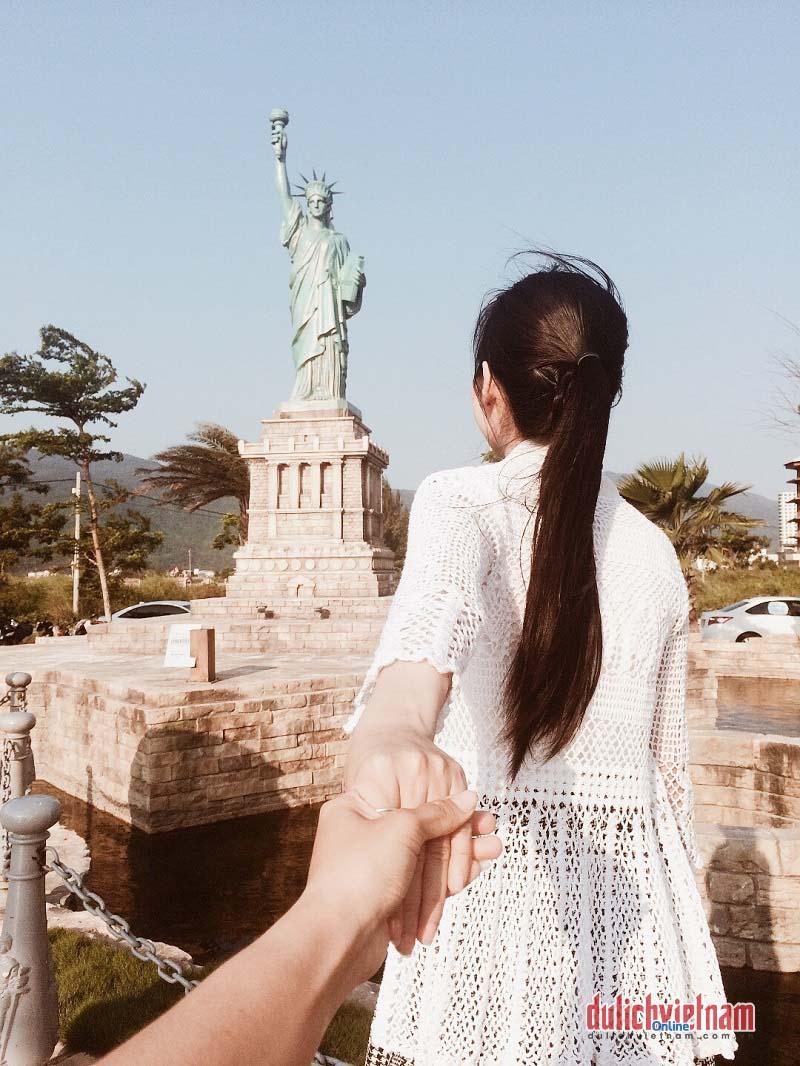 """""""Đứng hình mất 5s"""" trước Công viên Kì quan Thế giới - Đà Nẵng"""