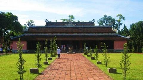 Điện Đại Hùng - thánh địa chùa Thiên Mụ