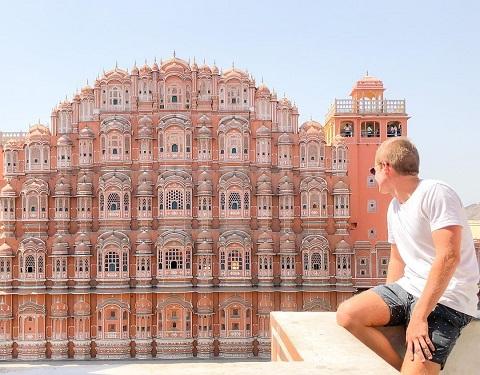 Cung điện góp phần tôn thêm vẻ đẹp của thành phố di sản Jaipur.