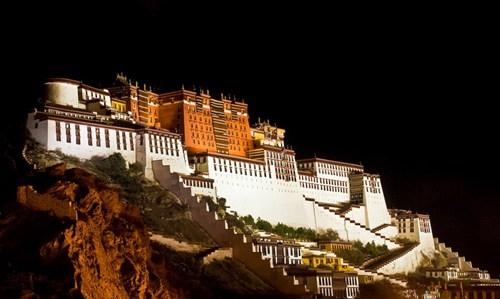 Cung điện Potala về đêm