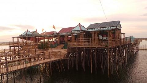 Đầm Chuồn được dựng ở phá Tam Giang