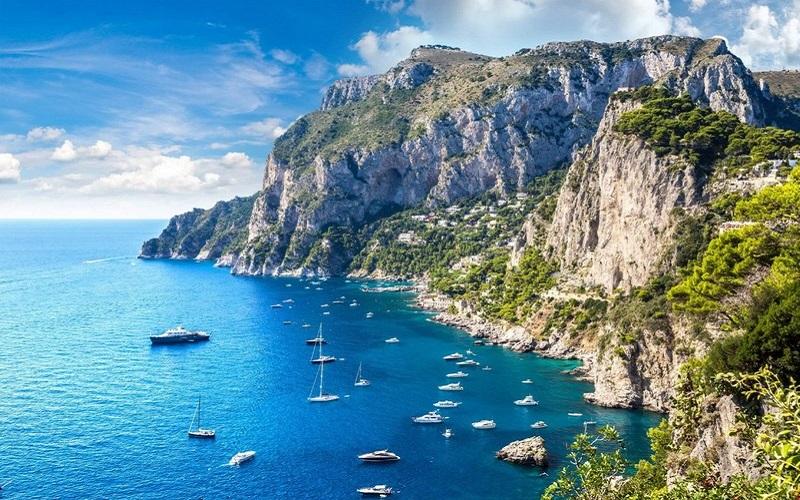 Đảo Capri của Ý sẽ phạt tiền du khách nếu mang đồ nhựa đến