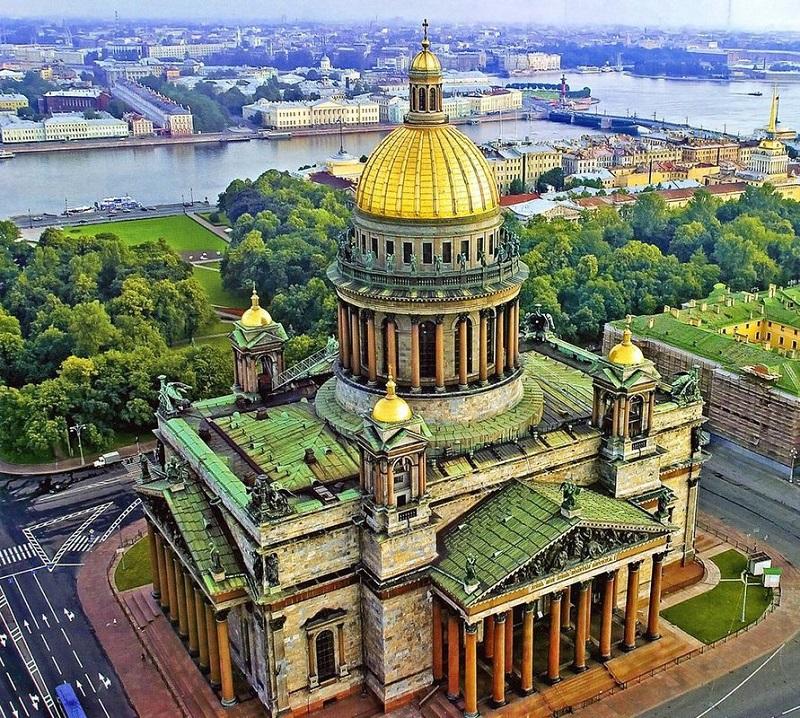Nhà thờ Thánh Isaac ở St. Petersburg.