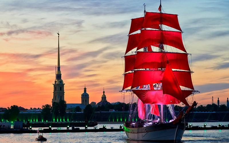 Lễ hội bắt đầu vào ngày có đêm ngắn nhất trong năm. Cả thành phố Saint Petersburg sẽ thức cùng đêm trắng.