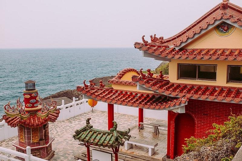 Chiêm bái ngôi đền trên đảo - đền Biyun