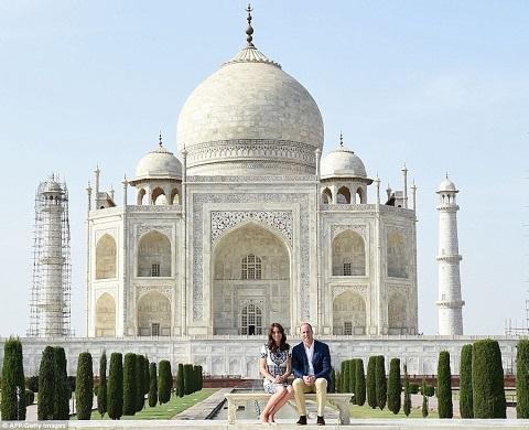 Đền Taj Mahal - Kỳ quan kiến trúc bằng đá cẩm thạch trắng