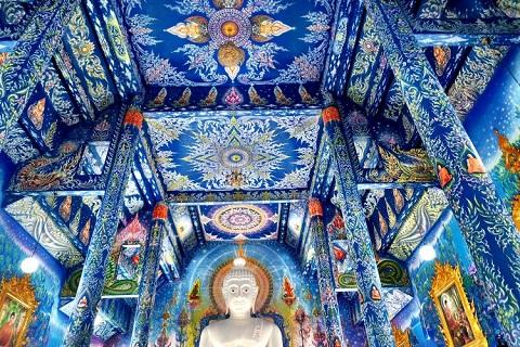 Trần nhà tuyệt đẹp của Đền Xanh Chiang Rai
