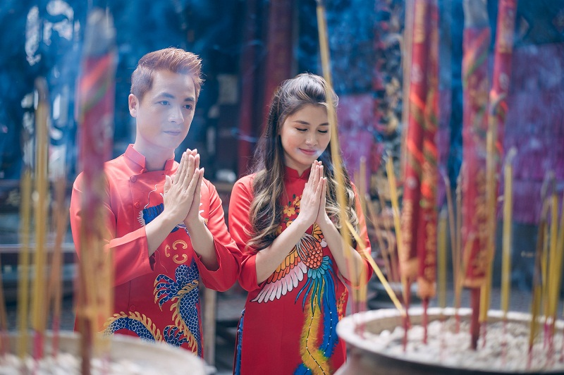 Đi chùa đầu năm để cầu may, cầu sức khỏe cho bản thân và những người thân yêu
