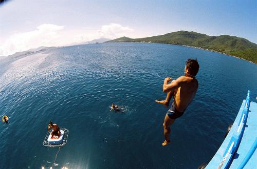 Không bơi khỏi khu vực an toàn