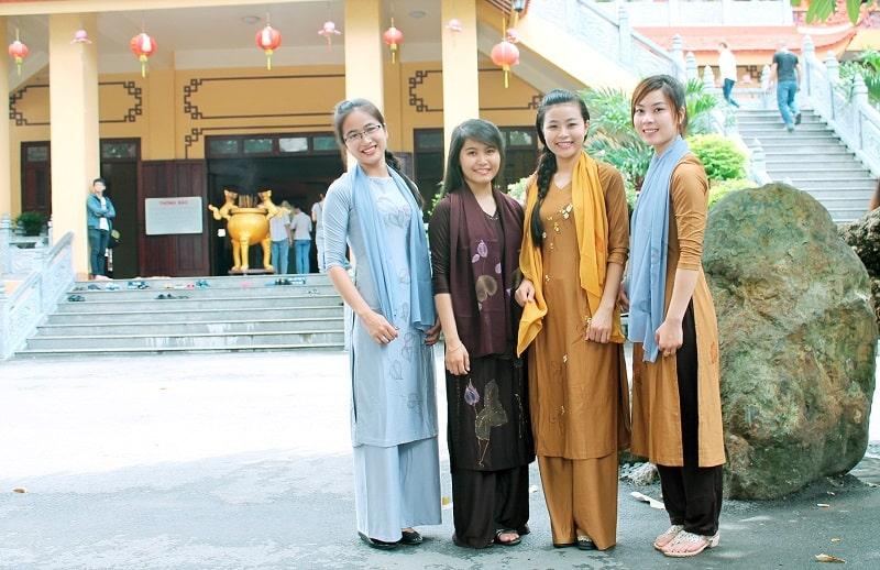 Du lịch chùa Hương mặc gì vừa đẹp vừa thần thái?