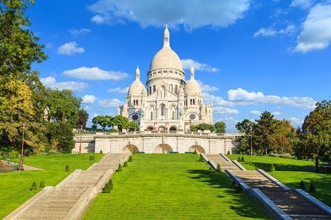 Đền thờ Trái tim cực thánh hút hồn nhiều du khách tới tham quan