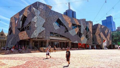 The Atrium ấn tượng với những hình khối kiến trúc góc cạnh không thể rời mắt