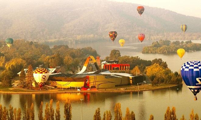Lễ hội khinh khí cầu rơi vào mùa thu lá vàng của Úc