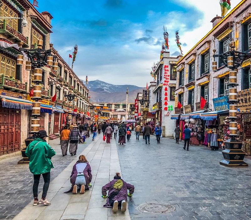 Barkhor - con đường mua sắm ko thể bỏ qua ở Tây Tạng