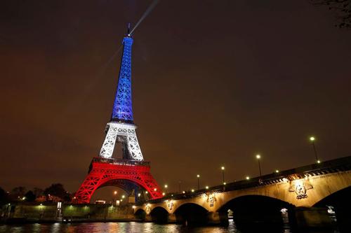 Tháp Eiffel mở cửa trở lại sau khủng bố