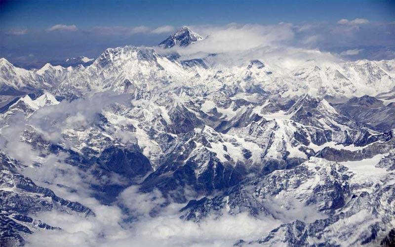 dãy núi cao hơn Everest
