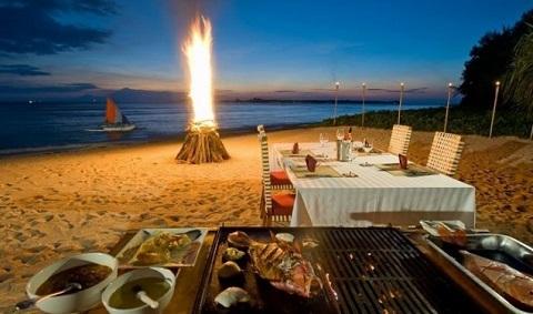 Tiệc nướng ngoài trời trên bãi biển Cairns, Úc
