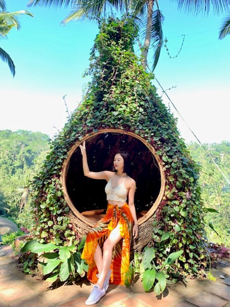 Cô diện trang phục rực rỡ nhưng thoải mái khi du lịch Bali