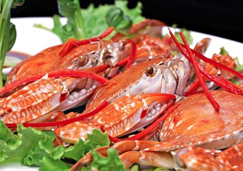 Thưởng thức hải sản tươi ngon ở Đầm Chuồn