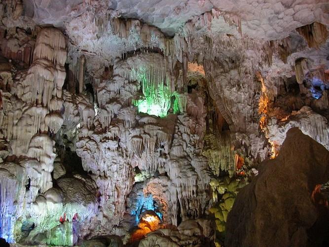 Đẹp mê hồn 10 thiên đường ngầm của Việt Nam