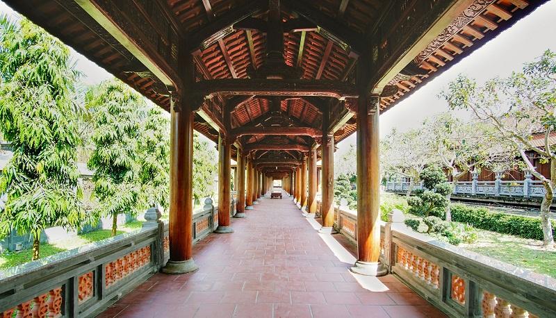 Hành lang thanh tịnh ở Nam Phương Linh Từ
