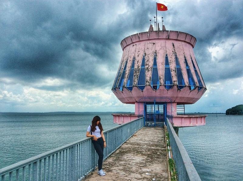 Trốn nắng nóng Sài Gòn về hồ Dầu Tiếng hóng gió mát