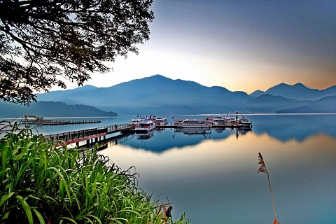 Hồ Nhật Nguyệt, Nam Đầu