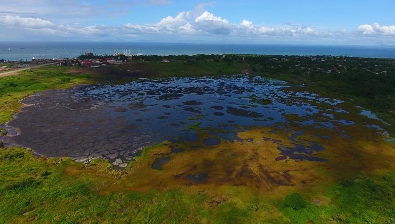 Hồ nằm ngay trên hòn đảo Trinidad, thuộc cộng hòa Trinidad