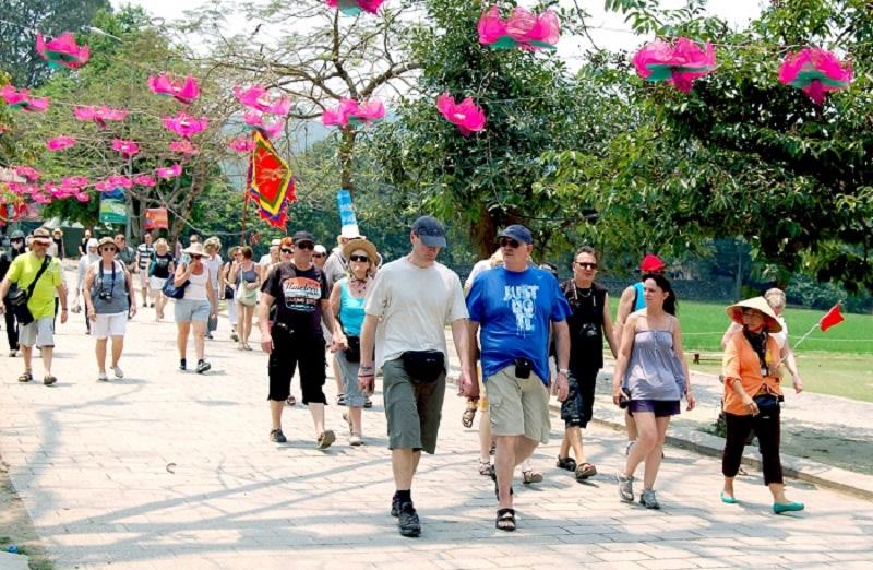 Hơn 3,3 triệu lượt khách quốc tế đến Hà Nội trong 6 tháng.