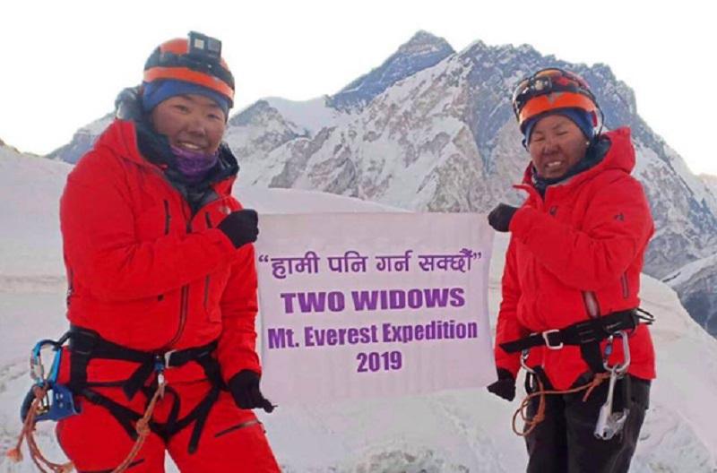 Hai góa phụ chinh phục Everest