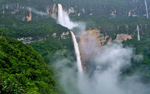 Vẻ đẹp 16 thác nước ấn tượng nhất thế giới