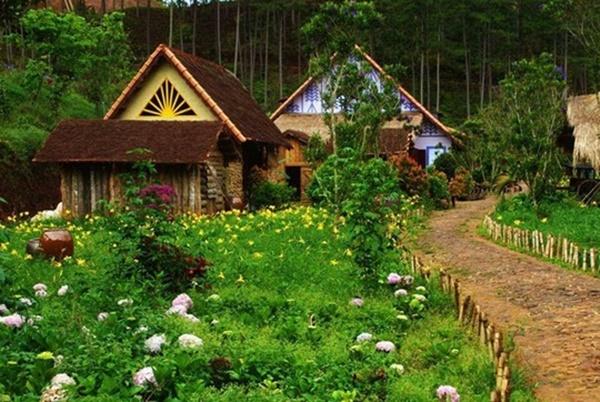 Làng Cù Lần đẹp không kém những ngôi làng trong chuyện cổ tích.