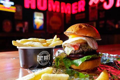 Thưởng thức món hamburger ở Melbourne