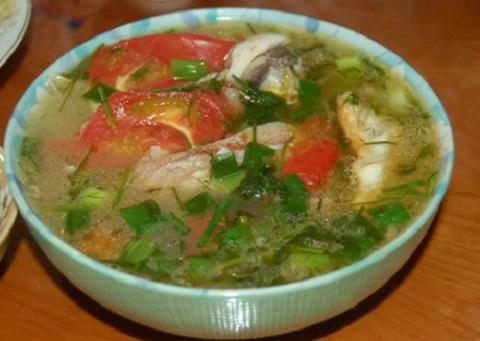 Tô canh chua cá bống thệ là món ăn phổ biến trong bữa cơm của người dân xứ Huế