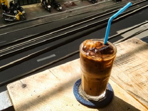 Ly cà phê sữa đá Việt
