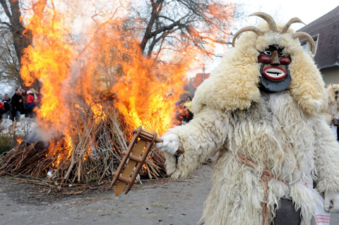 Lễ hội xua tan nỗi sợ hãi mùa đông Mohácsi Busójárás, Hungary