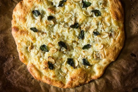 Pizza nghêu trắng