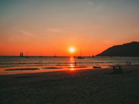 Bãi biển Nai Harn