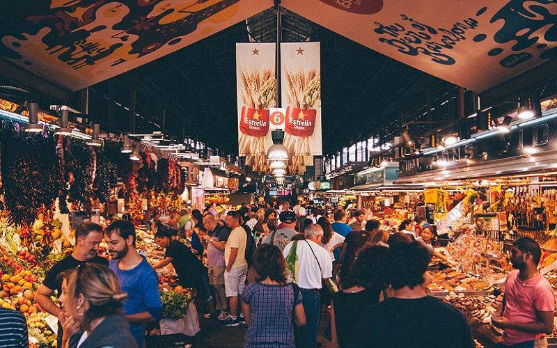 Khu chợ này thu hút khá đông khách du lịch