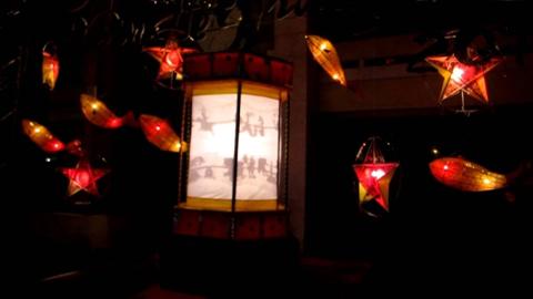 Đèn kéo quân là đồ chơi trung thu truyền thống quen thuộc.