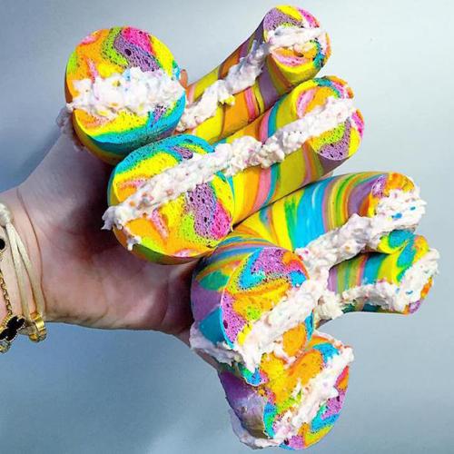 Bánh mì bảy sắc cầu vồng nổi tiếng thế giới