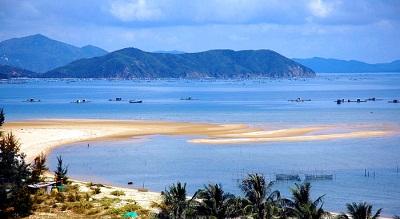 Du lịch biển Thiên Cầm - màu xanh nước biển