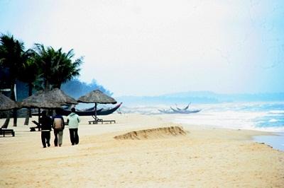 Làn nước trong xanh biển Thuận An